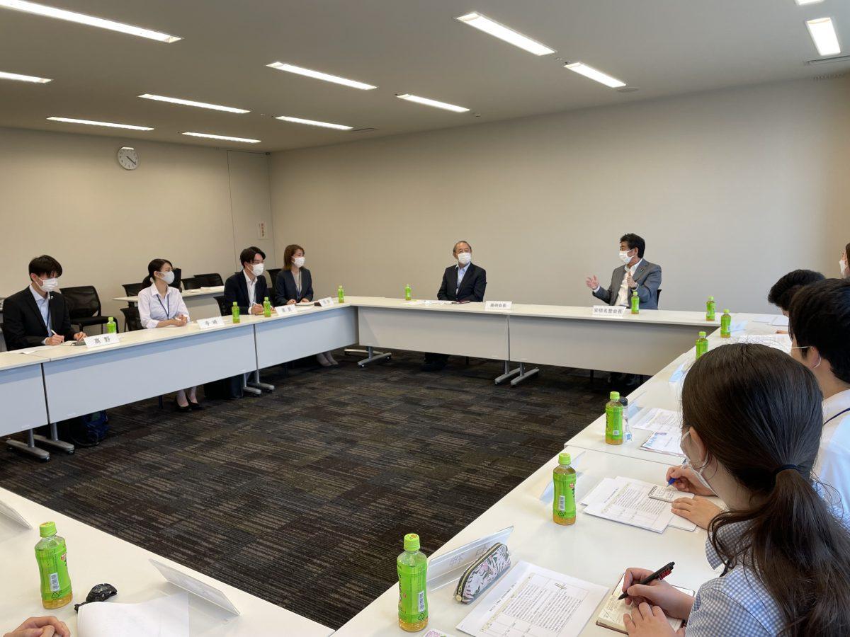 安倍名誉会長と日米協会インターンの懇談会